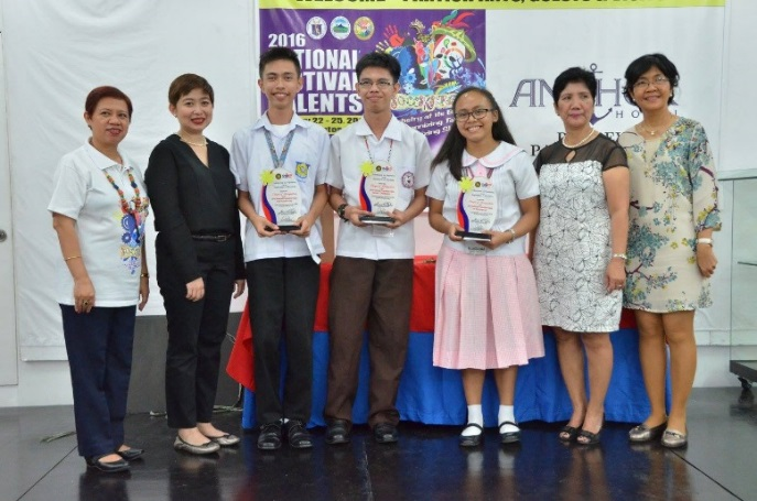 Prof. Grace Cruz (extreme right) with the victorious contestants in the 2016 National PopQuiz held in General Santos Cityy