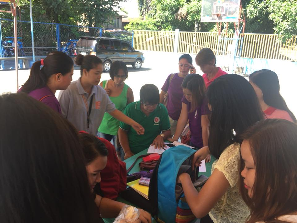 Field workers ask help from barangay workers in a barangay identifying the locations of target respondents for mapping and<br /> clustering [Municipality of Luna, La Union; July 2018]